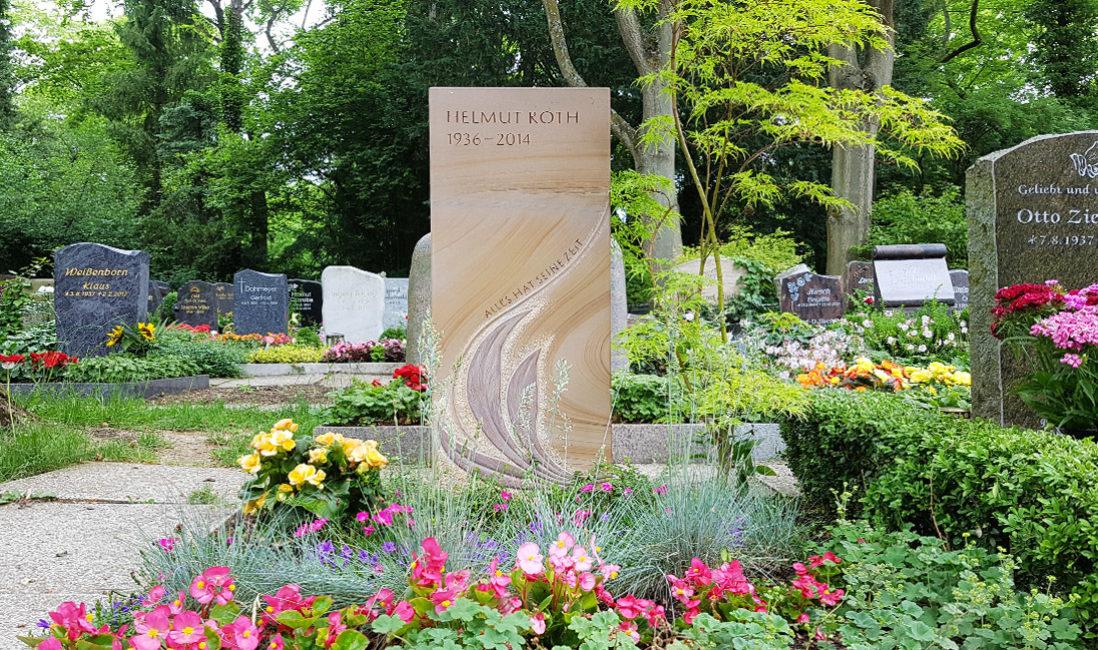 Grabstein Sandstein Blätter Grabgestaltung Grabspruch Grabpflanzen pflegeleicht Strauch Sommerblumen Gräser Hauptfriedhof Erfurt