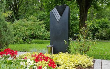Erfurt Hauptfriedhof Mustergrabstein schwarzer Granit