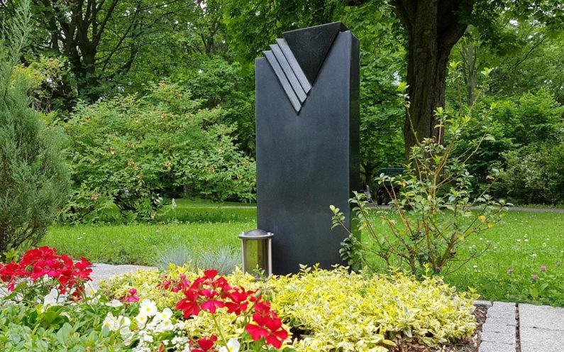 Erfurt Hauptfriedhof Mustergrabstein schwarzer Granit - 1