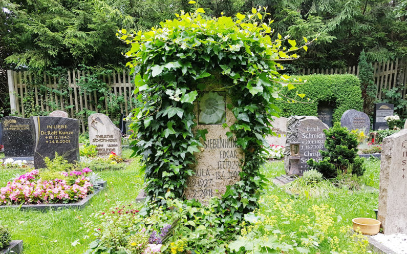Cospeda Friedhof Grabmal Siebenhüner - 1