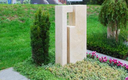 Apolda Landesgartenschau Grabstein mit Glas Steinmetz Dospiel