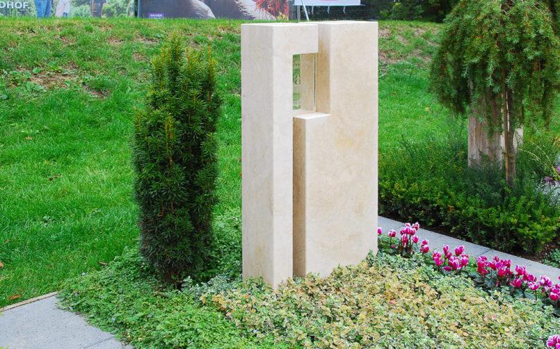 Apolda Landesgartenschau Grabstein mit Glas Steinmetz Dospiel - 1