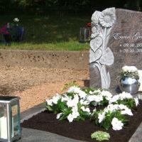 Grabsteine-Einfassung-Umrandung-Pflegeleicht-Grabgestaltung-Platten Steinmetz Weiskirchen Friedhof