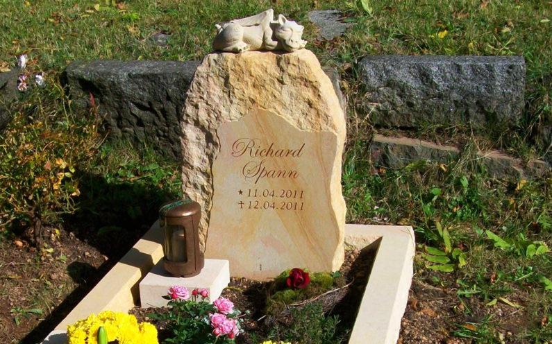 Geising Kindergrab Grabstein Spann