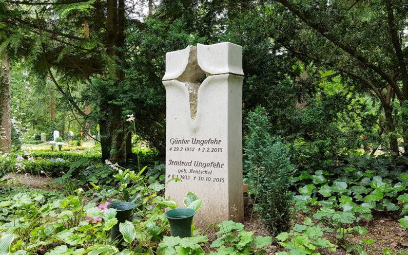 Erfurt Hauptfriedhof Grabmal Ungefehr - 1