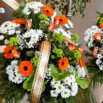 Eine Grafik zu Grabgestecke und Blumen für das Grab
