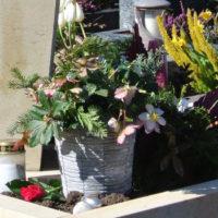 Urnengrab-Deko-Grabschmuck-Gestalten-Grabgestecke-Blumenschmuck-Herbst