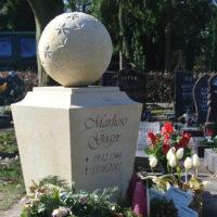 Besondere Urnengrabsteine Stele Kugel Gestaltung Design Beispiel Idee Steinmetz Friedhof Hattersheim Okriftel