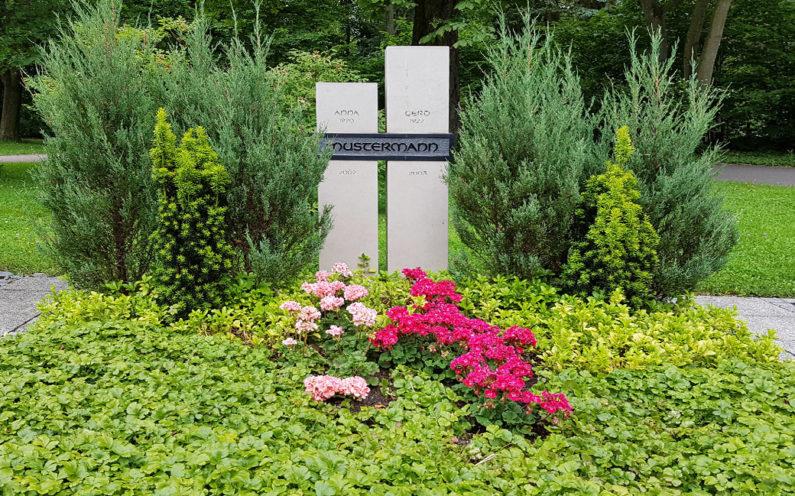 Erfurt Hauptfriedhof Mustergrabanlage Zweiteiliger Grabstein Kalkstein - 1