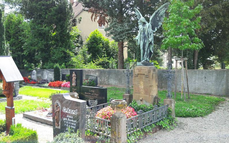 Sasbach Friedhof Historisches Familiengrab Kölmel - 2