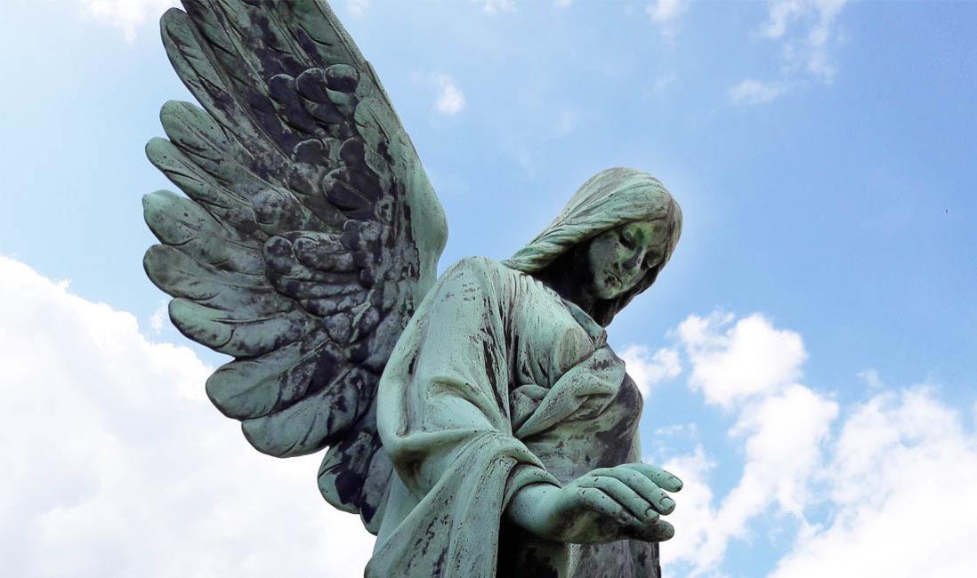 historische Familiengrabstätte Bronze Engel Steinmetz Idee Sasbach Friedhof