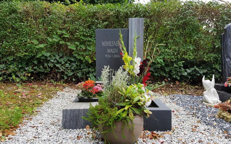 Neustadt an der Orla Friedhof Grabmal Wohlfahrt - 1