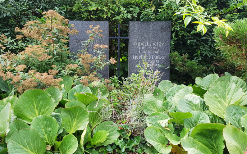 Neustadt an der Orla Friedhof Grabmal Tietze - 1