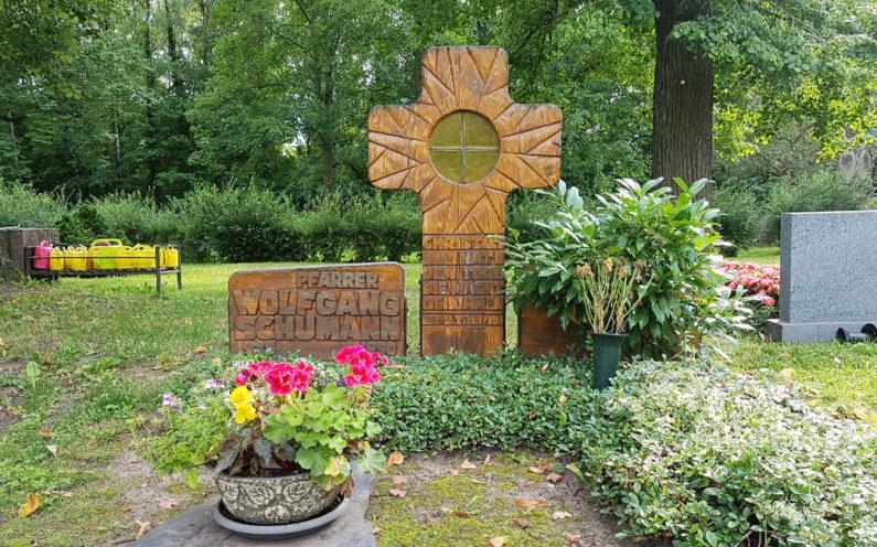 Neustadt an der Orla Friedhof Grabmal Schuhmann - 1