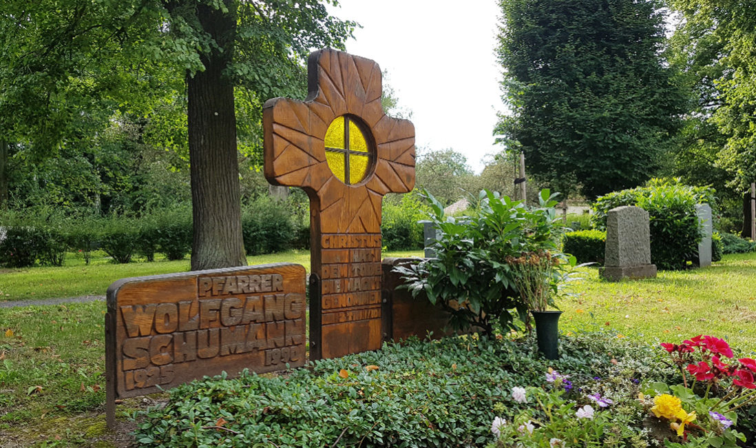 Grabkreuz Holz Glas Grabspruch Grabgestaltung pflegeleicht Friedhof Neustadt Orla