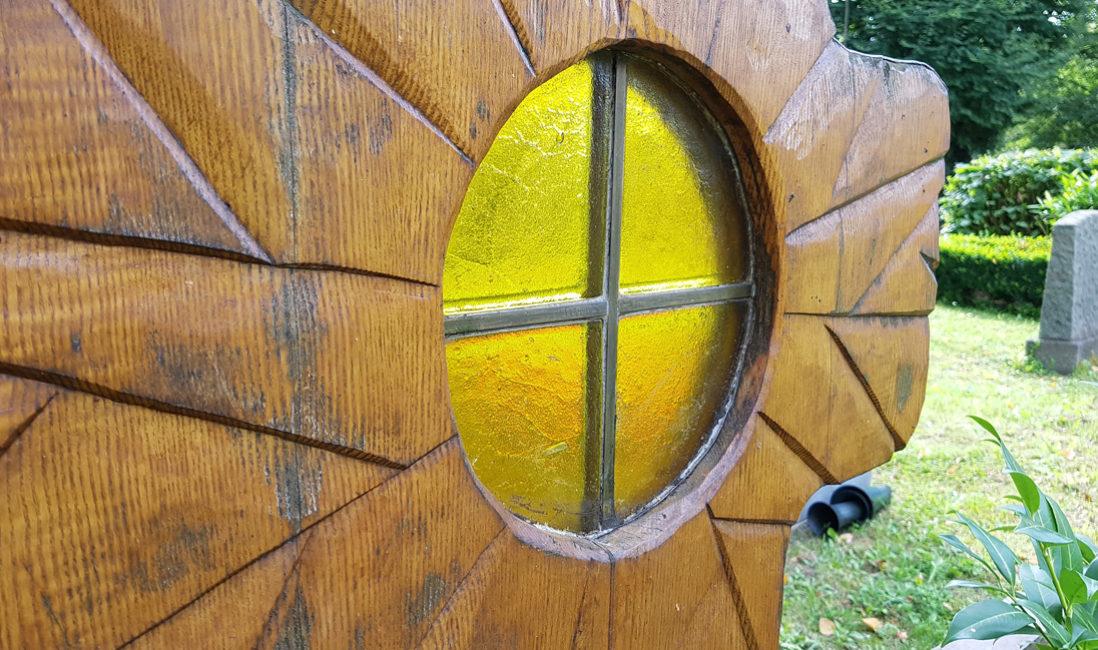 Holzkreuz Familiengrabanlage Holz Glas Element Fenster
