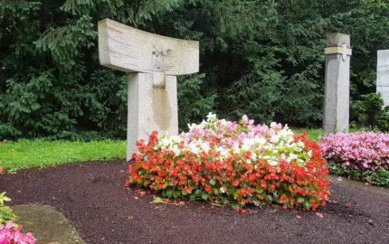 Köln Südfriedhof Mustergrab Moderner Familiengrabstein Heller Granit