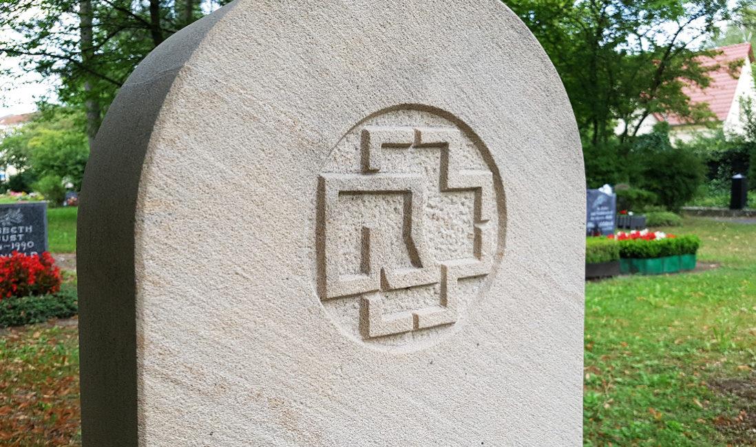 Grabstein Einzelgrabstätte Gravur Inschrift Symbol Steinmetz Idee