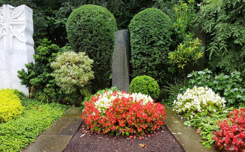 Köln Südfriedhof Mustergrab Einzelgrabanlage Granit Stele - 1