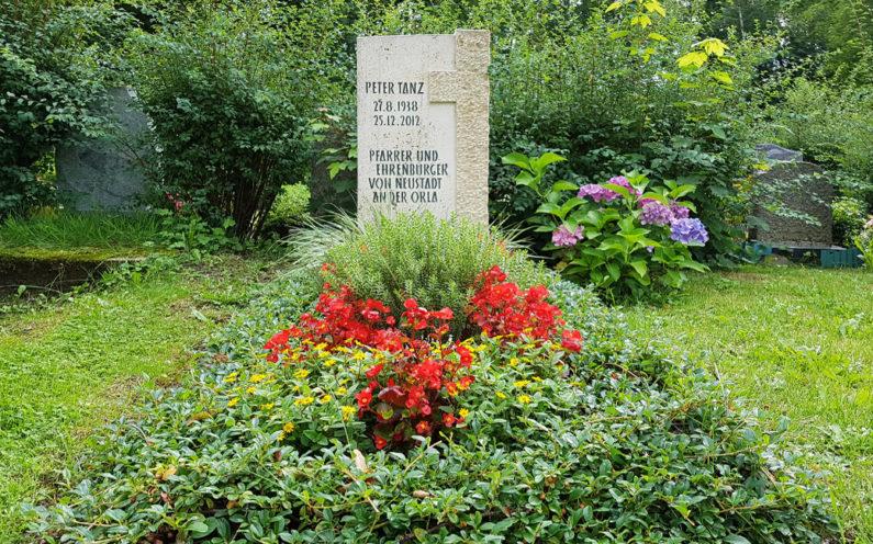 Neustadt an der Orla Friedhof Grabmal Tanz - 1