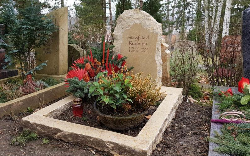 Jena Ostfriedhof Grabmal Rudolph - 0