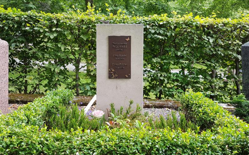 Weida Friedhof Grabmal Riedel - 1