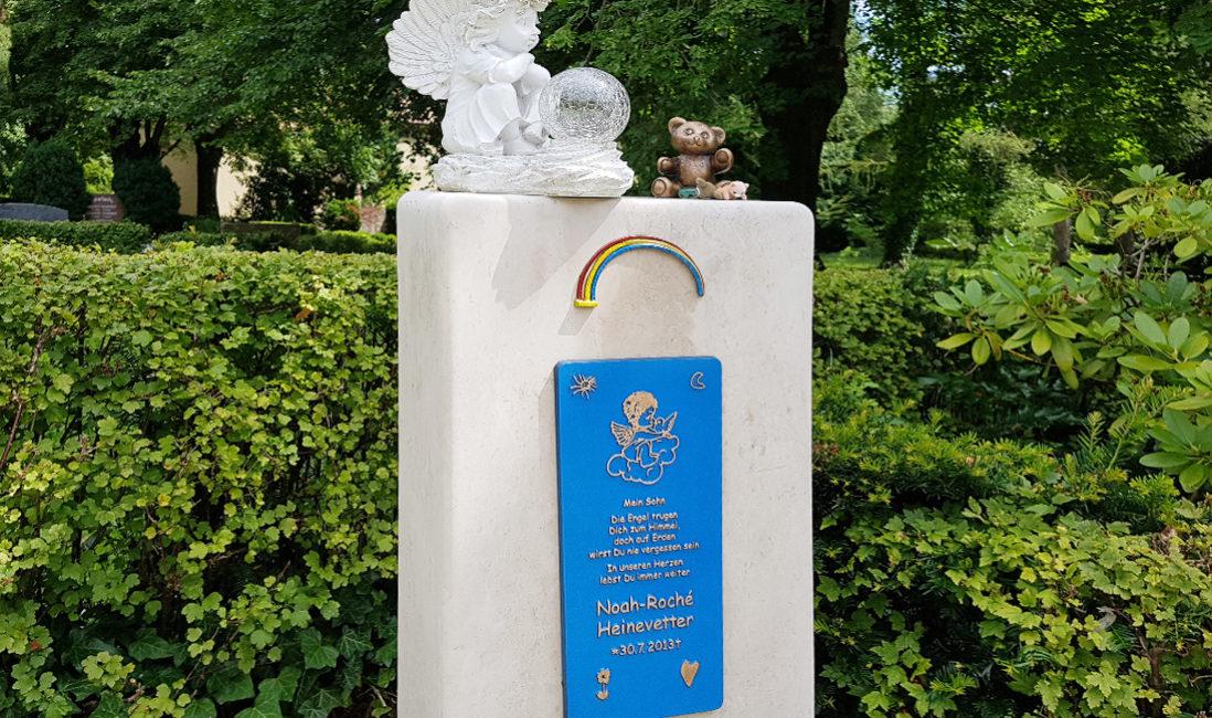 Grabstein Kindergrab Regenbogen Bronze Tafel Steinmetz Beispiel Weida