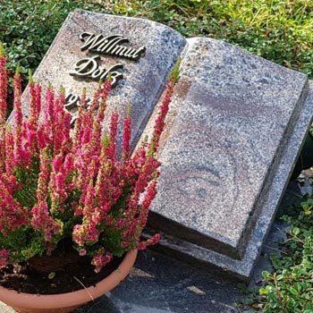 Eine Grafik zu Offenes & aufgeschlagenes Grabstein Buch für ein Urnengrab