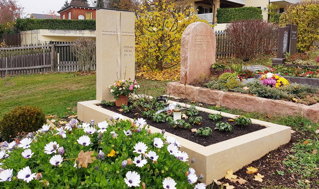 Einzelgrabstein Kalkstein Grabeinfassung Kreuz Spirale Gestaltung Idee Bepflanzung pflegeleicht Bildhauer Taunus Oberems