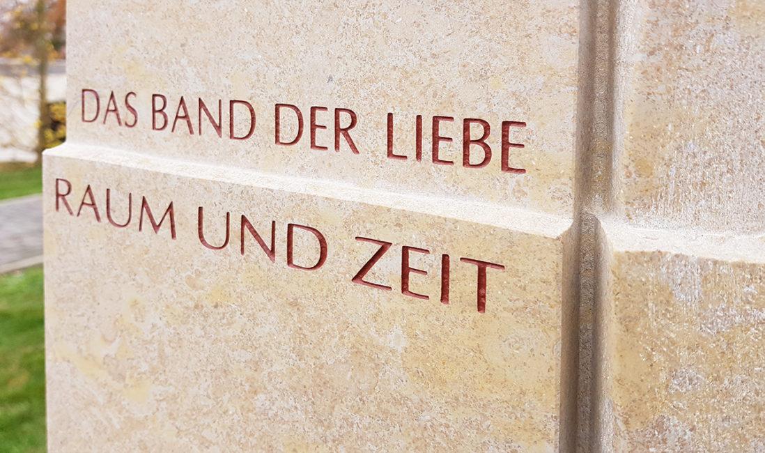 Grabmal Einzelgrabstätte  Grabsprüche Zitate Beispiel Bildhauer  Taunus