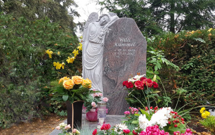 Impressionen vom Friedhof: Hattersheim Friedhof Einzelgrabmal Kümmel