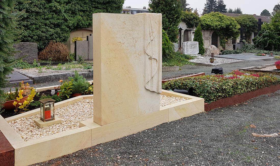 Grabanlage Doppelgrab Sandstein Grabtuch Einfassung Gestaltung Kies Steinmetz Bad Homburg katholischer Friedhof