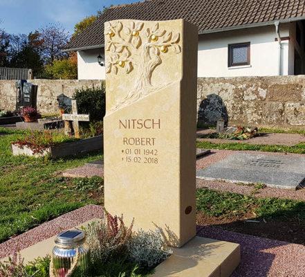 Heubach Friedhof Urnengrabmal mit Lebensbaum Nitsch