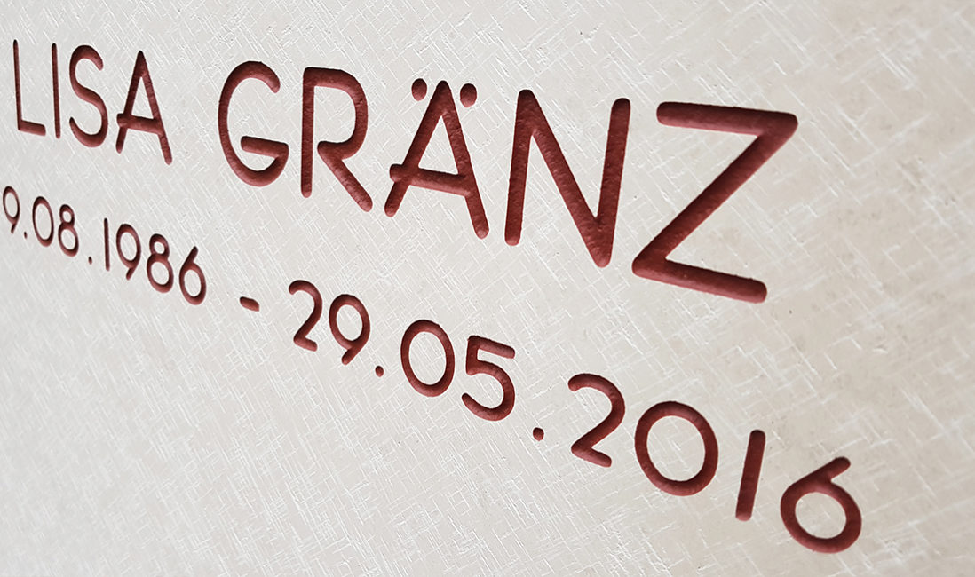 Grabstein Inschrift Grabstein Bildhauer Oberflächenbearbeitung Kalkstein Friedhof Eschborn Taunus
