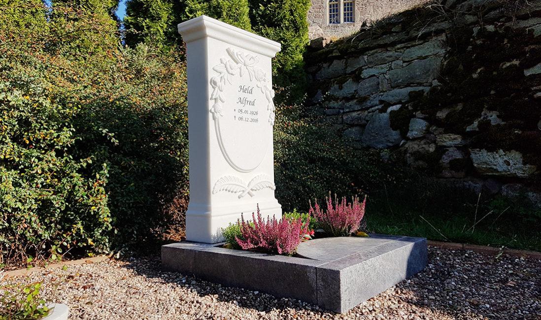 Grabmal Urnengrabanlage Einfassung Marmor Steinmetz Fulda