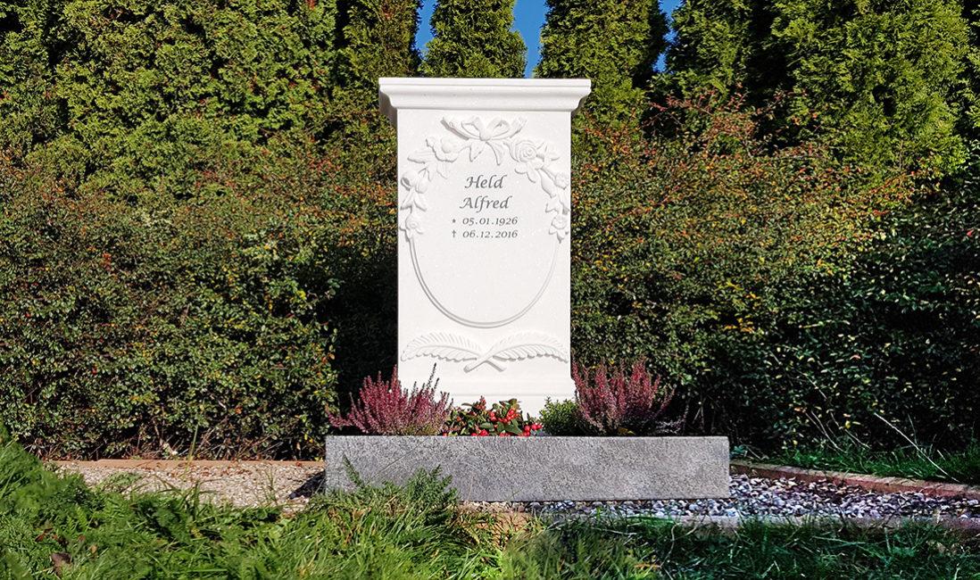 Grabstein Urnengrab Marmor Einfassung Steinmetz Fulda antik Grabbepflanzung Herbst