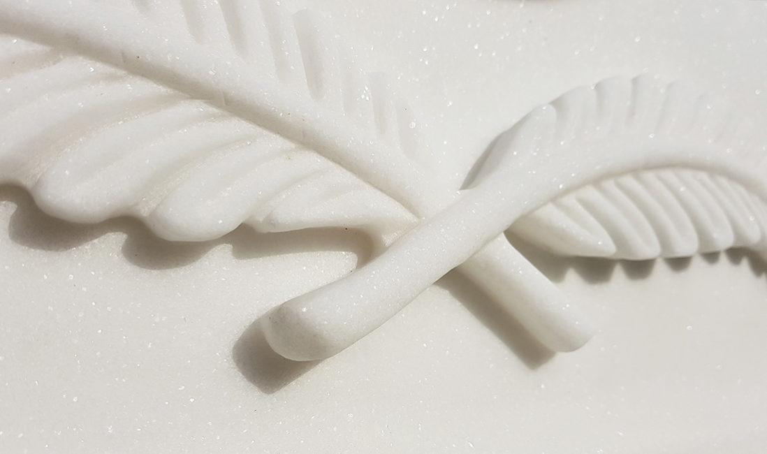 Urnengrabstein Marmor Detail Blatt Bildhauer
