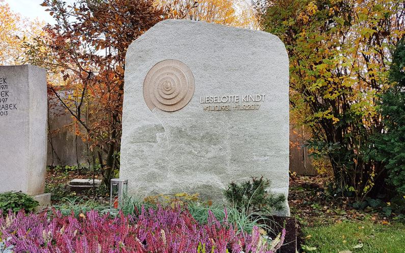Vaterstetten Friedhof Doppelgrabmal Kindt - 1