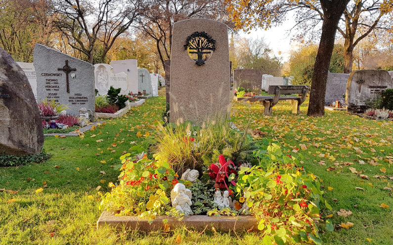 Vaterstetten Friedhof Einzelgrabstätte Czehowsky - 1