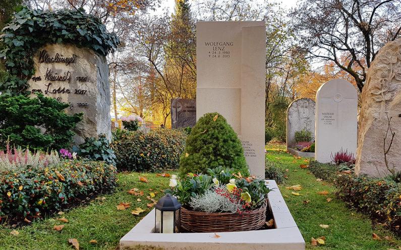 Vaterstetten Friedhof Einzelgrabstein Lenz - 1