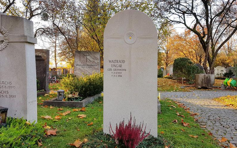 Vaterstetten Friedhof Einzelgrabmal Ungar - 1