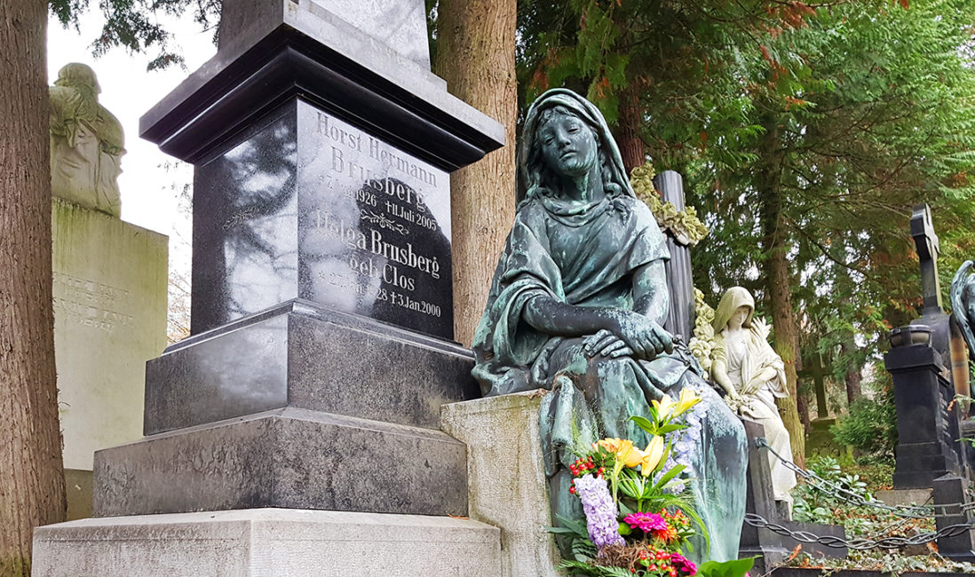 historisches Grabmal Brusberg Granit Stele Bronzefigur Frau Bildhauer Nordfriedhof Wiesbaden