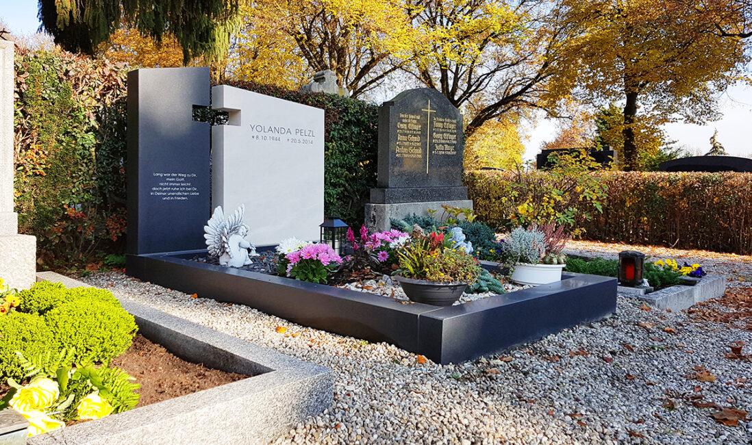 Grabmal Doppelgrabanlage Einfassung Kalkstein Granit Grabkosten Preise Kreuz christlich mehrteilig Herbstbepflanzung Gestaltung Blumen Friedhof pfaffenhofen