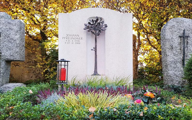 Vaterstetten Friedhof Doppelgrab Pfreundner - 1