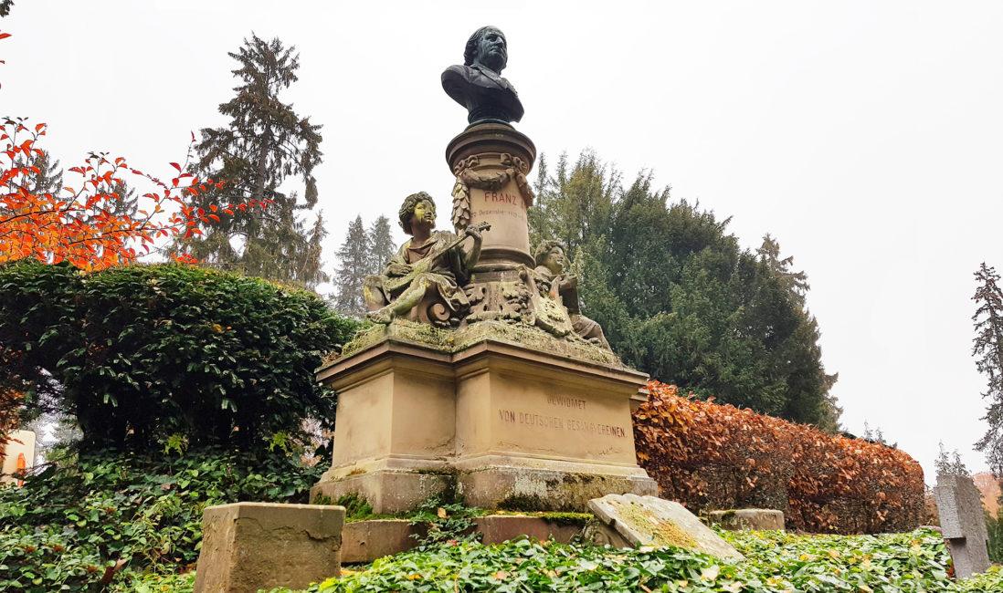 berühmter Grabstein Grabanlage historisch Franz Abt Sandstein Bronzefigur Grabengel Bildhauer Nordfriedhof Wiesbaden