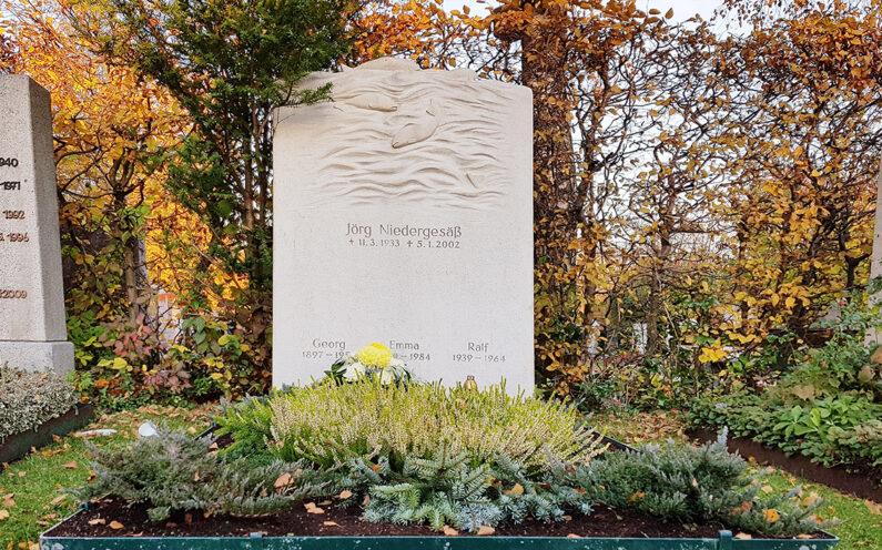 Vaterstetten Friedhof Doppelgrabmal Niedergesäß - 1