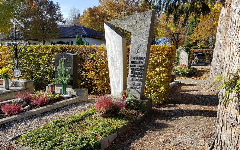Pfaffenhofen Hauptfriedhof Einzelgrabstein Herber - 1