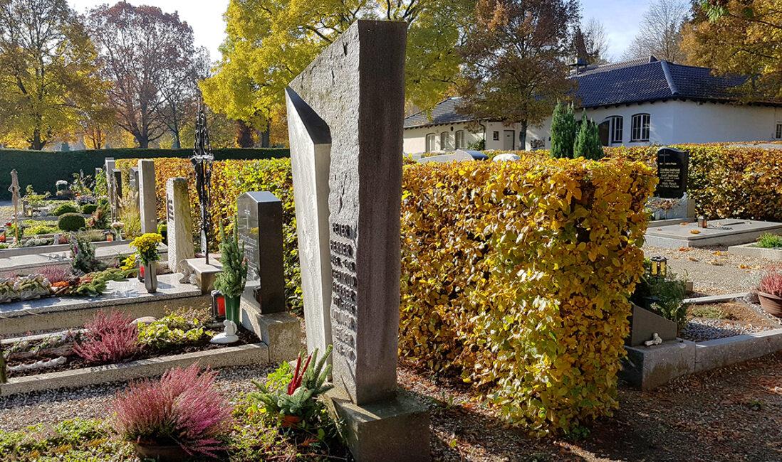 Grabmal modern Einzelgrabstätte Granit Metall Kosten Preise Grabsteinsockel Bildhauer Pfaffenhofen München