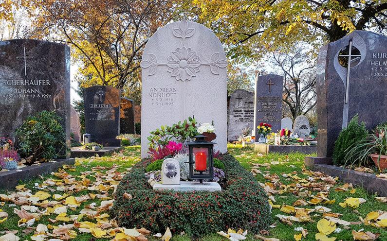 Vaterstetten Friedhof Einzelgrabstein Nonhoff - 1