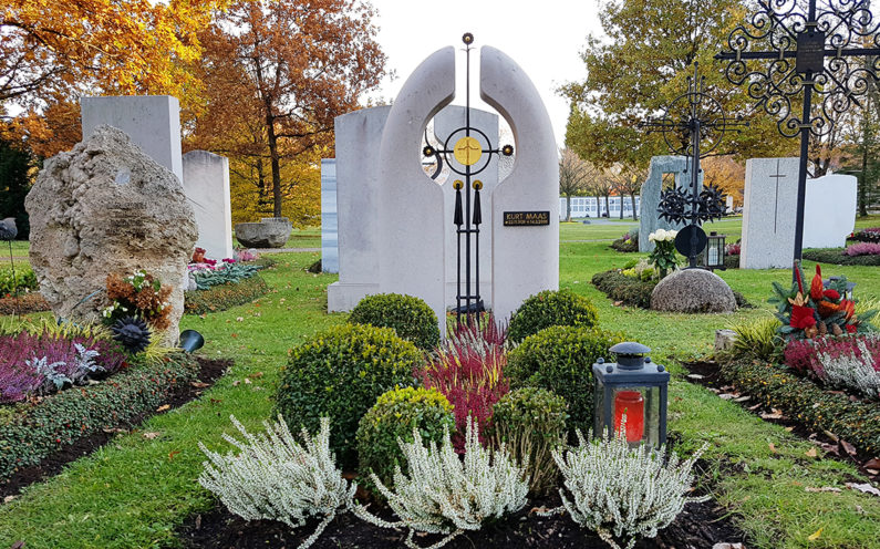 Vaterstetten Friedhof Einzelgrabstein Maas - 1
